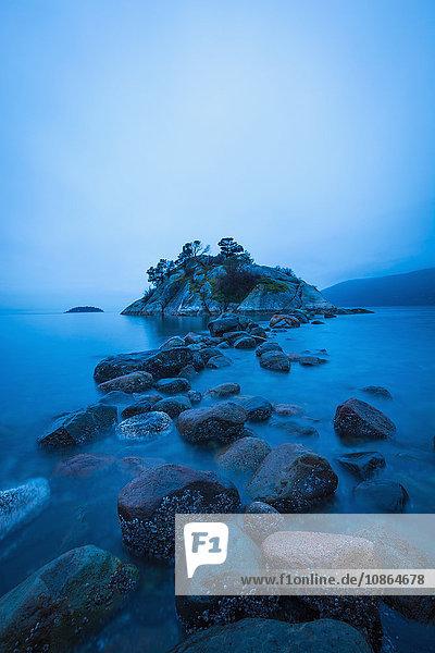 Felsvorsprung  Pazifischer Ozean  Whytecliff Park  West Vancouver  Britisch-Kolumbien  Kanada