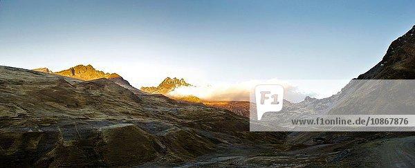 Masl-Pass (4400m) auf der Straße nach Lares  Peru