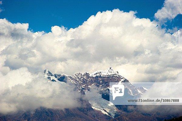 Blick auf die Schneekappe am Masl-Pass (4400m) auf der Strasse nach Lares  Peru