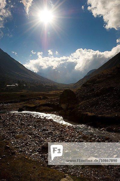 Blick auf den Weg nach Cochayoq  Anden  Peru