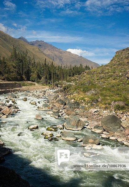 Blick auf die Zugfahrt von Aguas Calientes nach Ollantaytambo  Peru