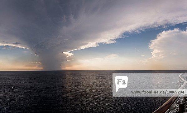 Sonnenuntergang von Bord eines Kreuzfahrtschiffes  Mexiko