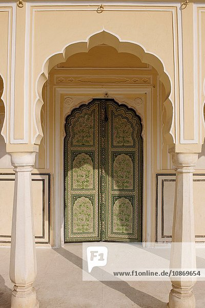 Eingangstor in Hawa Mahal ''Palast der Winde'' in Jaipur  Rajasthan  Indien