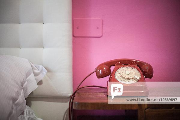 altmodisch,analoge Telefone,analoges,angeschlossen,Anschluss,Bett