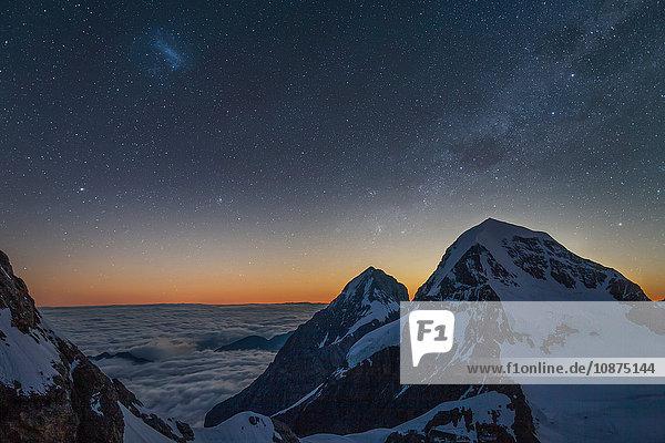 Morgennebel über dem Berner Oberland  Blick vom Gipfel der Jungfrau  Alpen  Kanton Bern  Schweiz