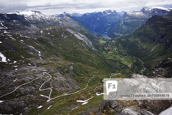 Norwegen  Geirangerfjord  Berge und Tal von Dalsnibba aus gesehen