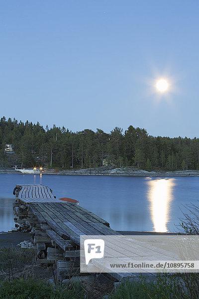 Schweden  Medelpad  Juniskar  Blick auf den Steg
