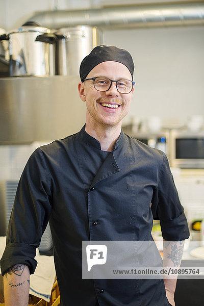 Schweden  Mann in der Kaffeeküche
