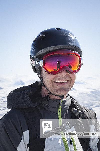 Schweden  Jamtland  Porträt eines Mannes mit Skibrille