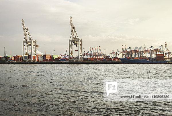 Deutschland  Hamburg  Blick auf die Werft
