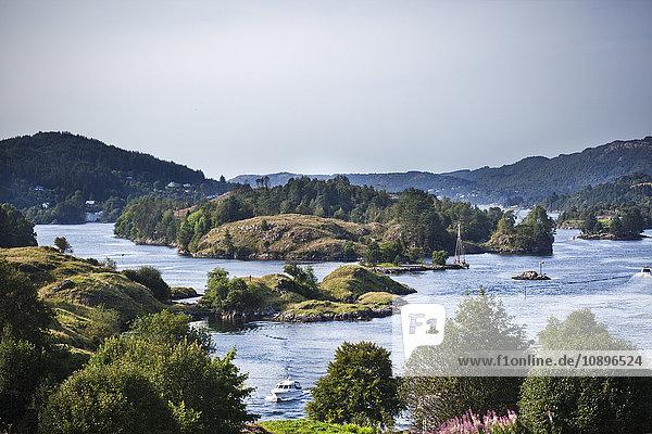 Norwegen  Bergen  Landschaft mit Bergen und See