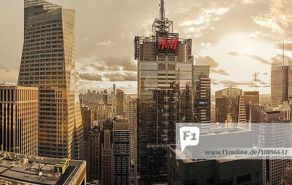 USA  New York  Manhattan  Stadtbild bei Dämmerung