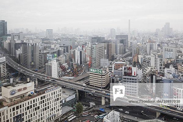 Japan  Tokio  Shibuya  Stadtbild im Nebel