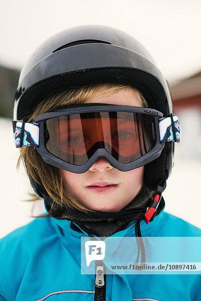 Schweden  Dalarna  Salen  Portrait des Mädchens (8-9) mit Skibrille