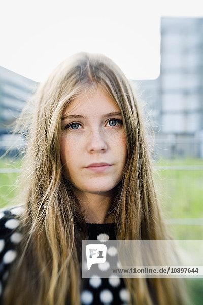 Deutschland  Berlin  Porträt eines blonden Mädchens (16-17) Deutschland, Berlin, Porträt eines blonden Mädchens (16-17)