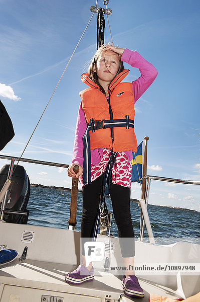Schweden  Bohuslan  Mädchen (10-11) segeln
