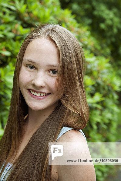 Schweden  Porträt eines jungen Mädchens (14-15)