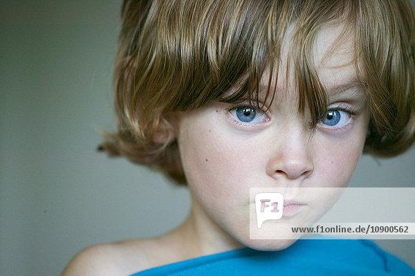 Schweden  Vastergotland  Lerum  Porträt eines blauäugigen Jungen (8-9) Schweden, Vastergotland, Lerum, Porträt eines blauäugigen Jungen (8-9)