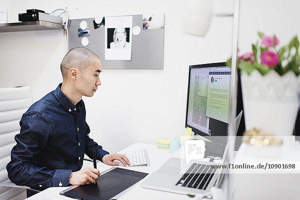 Schweden  Freier Mitarbeiter im Büro