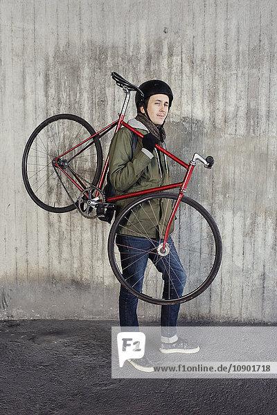 Schweden  Sodermanland  Stockholm  Sodermalm  Slussen  Mid adult man holding fixed gear bike