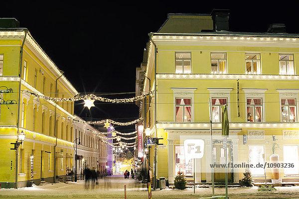 Finnland  Helsinki  Senaatintori  Beleuchtete Gebäude bei Nacht