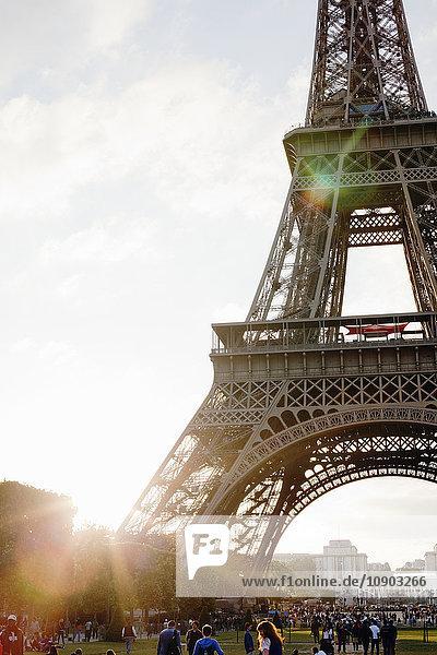Frankreich  Ile-de-France  Paris  Eiffelturm bei Sonnenuntergang