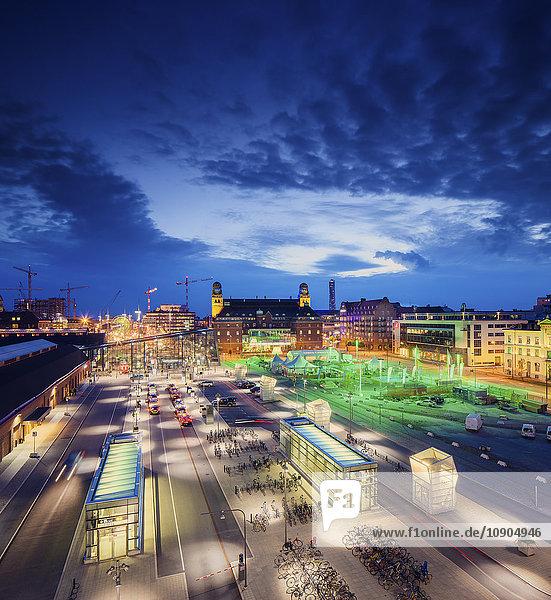 Schweden,  Skane,  Malmö,  beleuchtetes Stadtbild mit Hauptbahnhof,  Hauptpostgebäude und Malmö-Festivalgelände