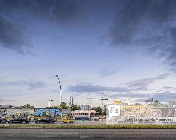 Deutschland  Berlin  East Side Gallery im Morgengrauen