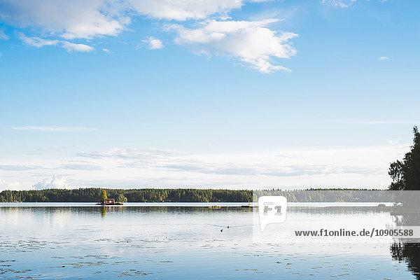 Finnland  Pirkanmaa  Nasijarvi  Bewölkter Himmel über dem See