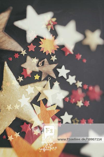 Weihnachtszeit  Sterne auf schwarzem Hintergrund