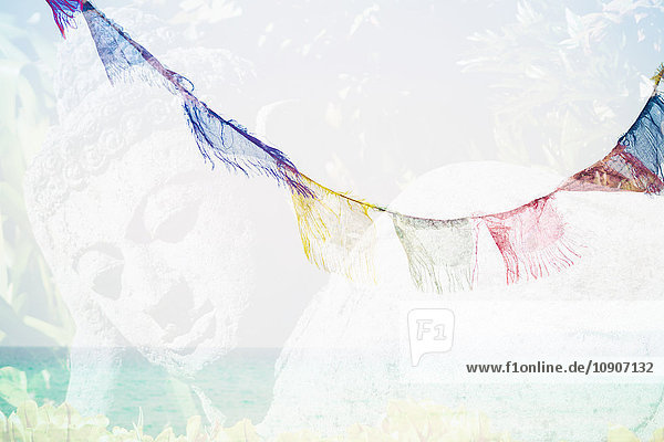 Formentera  Buddhastatue und tibetische Fahnen