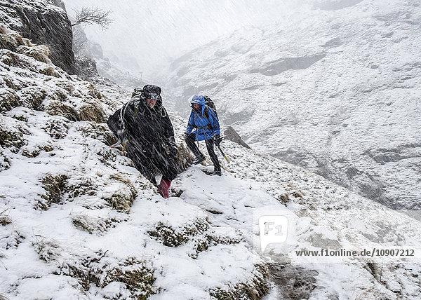 UK  Schottland  Glencoe  Stob Coire Nan Lochain  Bergsteigen im Winter