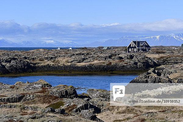 Island  Haus an der Küste