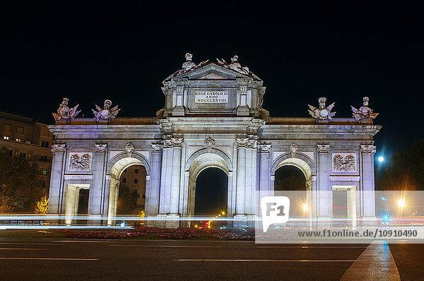 Spanien  Madrid  Puerta de Alcala bei Nacht