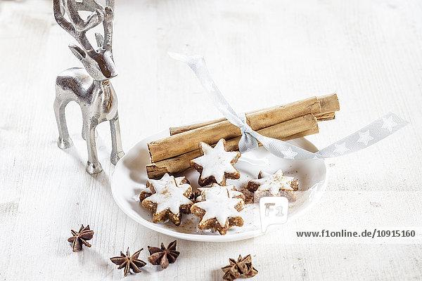 Hausgemachte Weihnachtsplätzchen  Zimtsterne  Sternanis