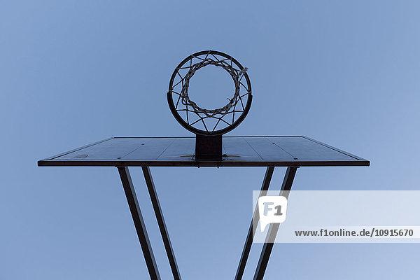 Basketballkorb  Blickwinkel niedrig