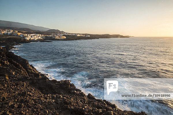Spanien  Teneriffa  Küste bei Sonnenaufgang