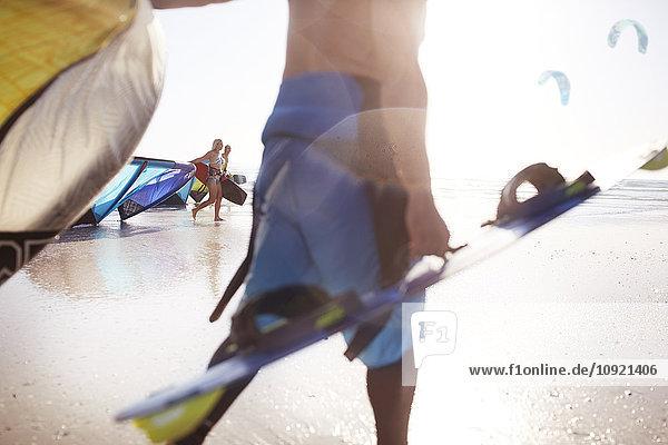 Kiteboarder am Strand