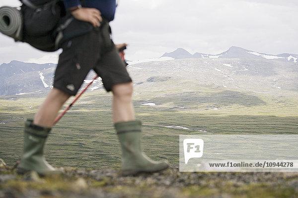 Niedrige Wanderung gegen die Berge