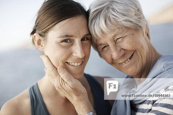 Nahaufnahme der glücklichen Mutter mit Tochter