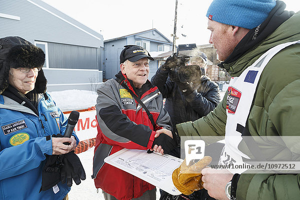 Mats Pettersson signs in at the finish line in Nome during Iditarod 2015