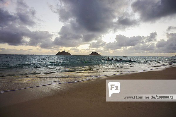 'Sunrise paddling at Lanikai Beach; Oahu  Hawaii  United States of America'