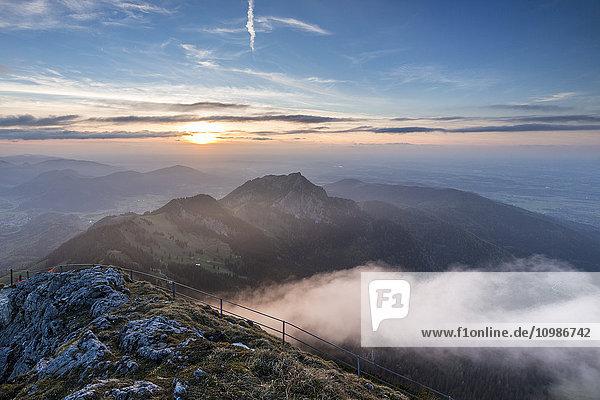 Deutschland  Bayerische Alpen  Sonnenuntergang von Wendelstein aus gesehen