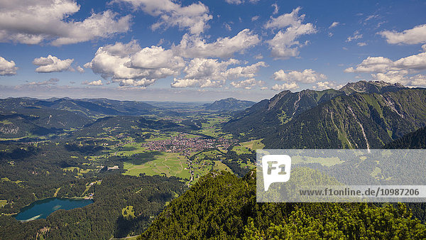 Deutschland  Bayern  Allgäu  Illertal  Oberstdorf und Freiburger See  Panoramablick von Himmelschrofen aus