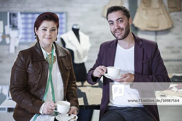 Portrait von zwei Modedesignern