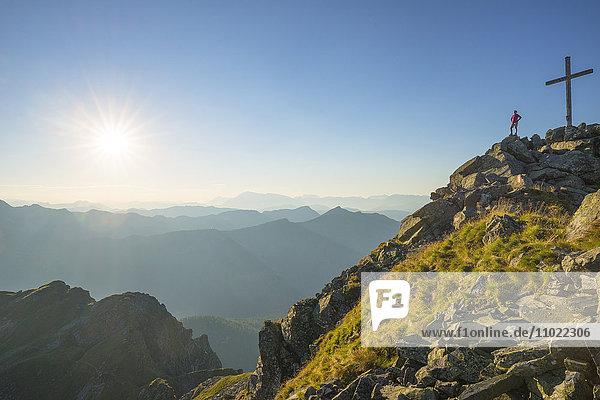 Sonnenuntergang über Hochkönig  Wilder Kaiser und Leoganger Steinbergen  Salzburger Land  Österreich  Europa