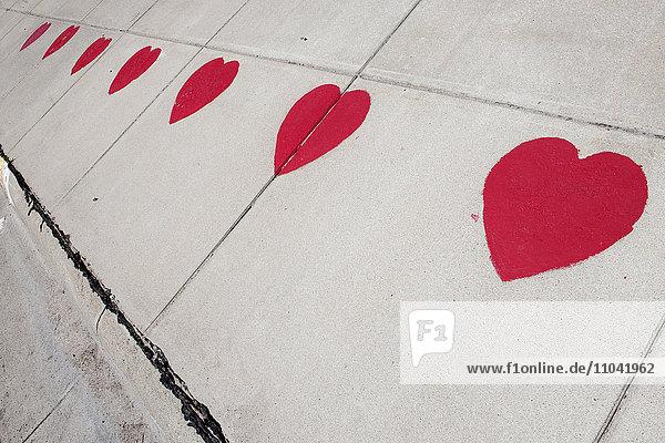 Herzen auf Bürgersteig geschabt