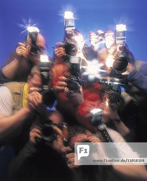 Blitzlichtgewitter  Pressefotografen  Paparazzi  Skandalreporter