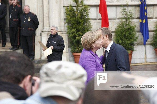 Begrüßungskuss Angela Merkel und Donald Tusk  am 20. Jahrestag des Untergangs des Kommunismus  4.6.2009  in Krakau  Polen  Europa