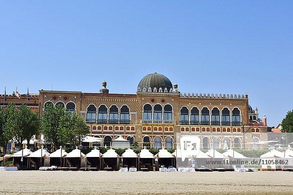 Hotel Excelsior Venice  Strand  Stadtstrand Lido di Venezia  Venedig  Venetien  Italien  Europa